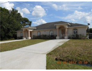 Duplex in South Kissimmee - built in 2007  Under $150,000 for both sides!